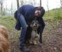Leon kuschelt mit Dschiny