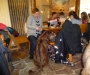Gemeinsam am Tisch sitzen Catarina mit ihren Kindern und Cooper!